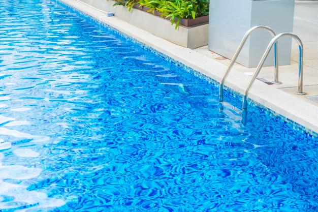 Cómo cuidar y mantener la piscina de tu comunidad después del verano